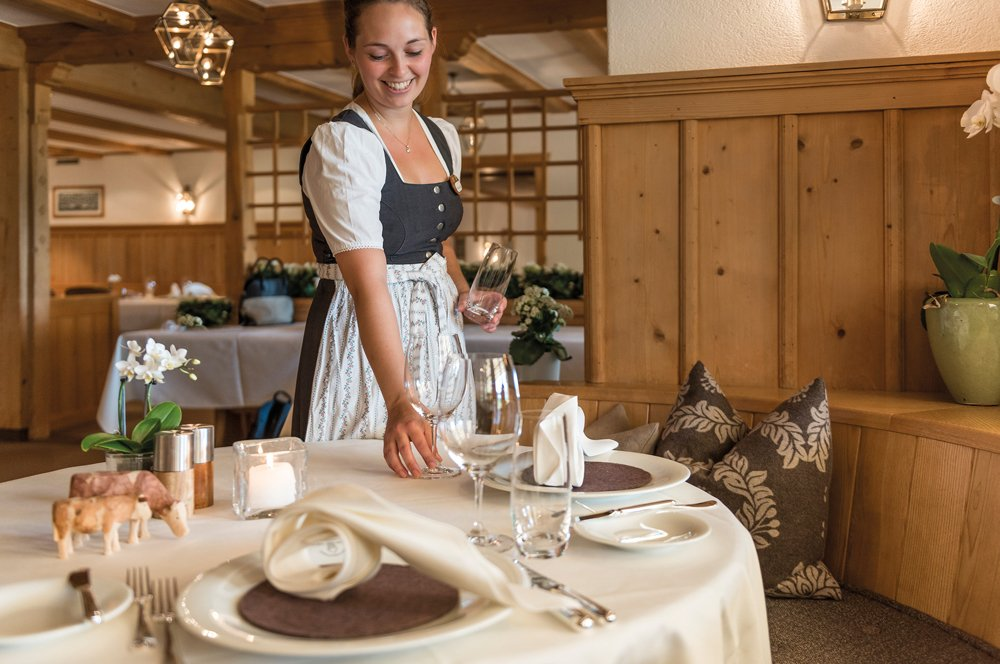Hornberg-gstaad-saanenmoeser-team-restaurant-service-2015