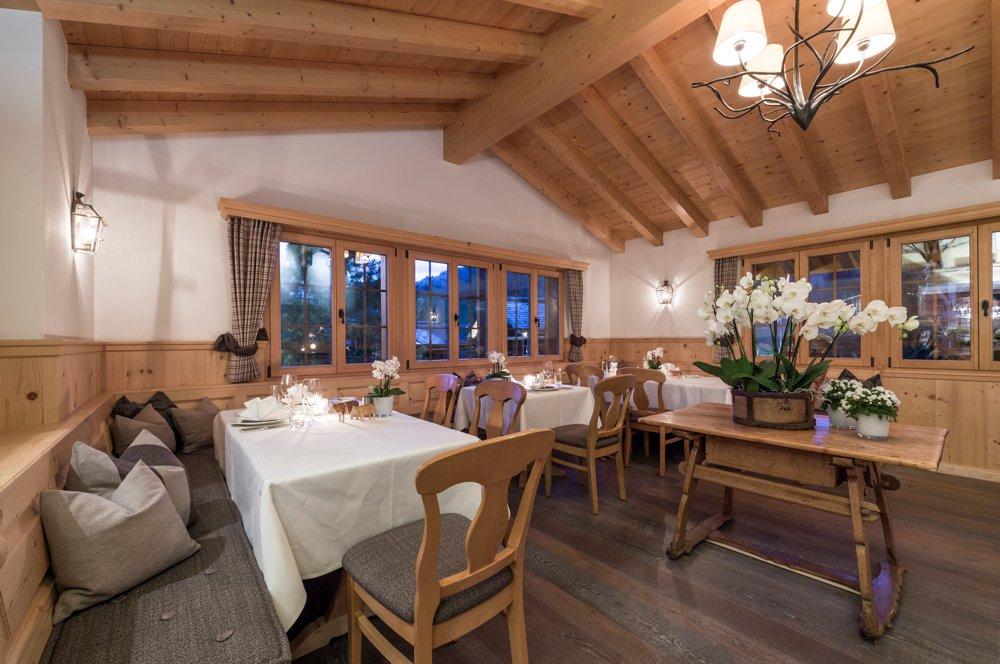 Hornberg-saanenmoeser-gstaad-restaurant-5860-saal3-2017